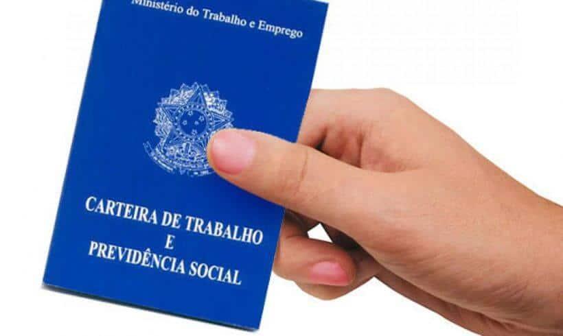 Possibilidade de a Vara do Trabalho corrigir CTPS não afasta multa contra empregador