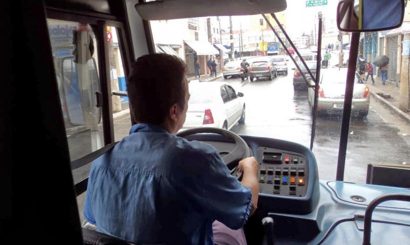 Motorista de ônibus que também faz cobrança não receberá adicional por acúmulo de função